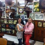 Tangonharrastaja Susanna Salo esitteli paikallisen tangobaarin Kolumbian Medellinissä. Tutustuminen Kolumbiaan maaliskuussa 2017. Taustalla